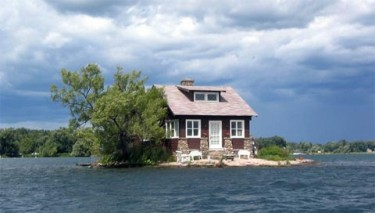 small-house-island-01