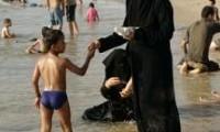 muslim-woman-at-beach
